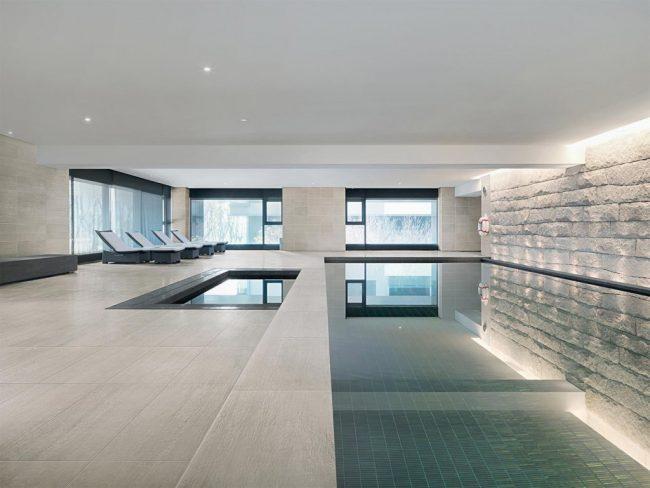 carrelage-interieur-contour-piscine