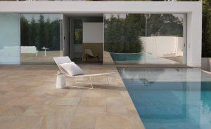 Carrelage extérieur terrasse et piscine à Lavérune, par Les Carrelages de la Tour