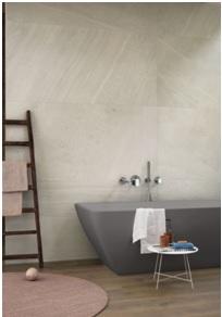 Salle de bain en carrelage effet bois à Grabels, Les Carrelages de la Tour