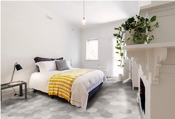 carrelage hexagonaux sur le sol d'une chambre à Boirargues