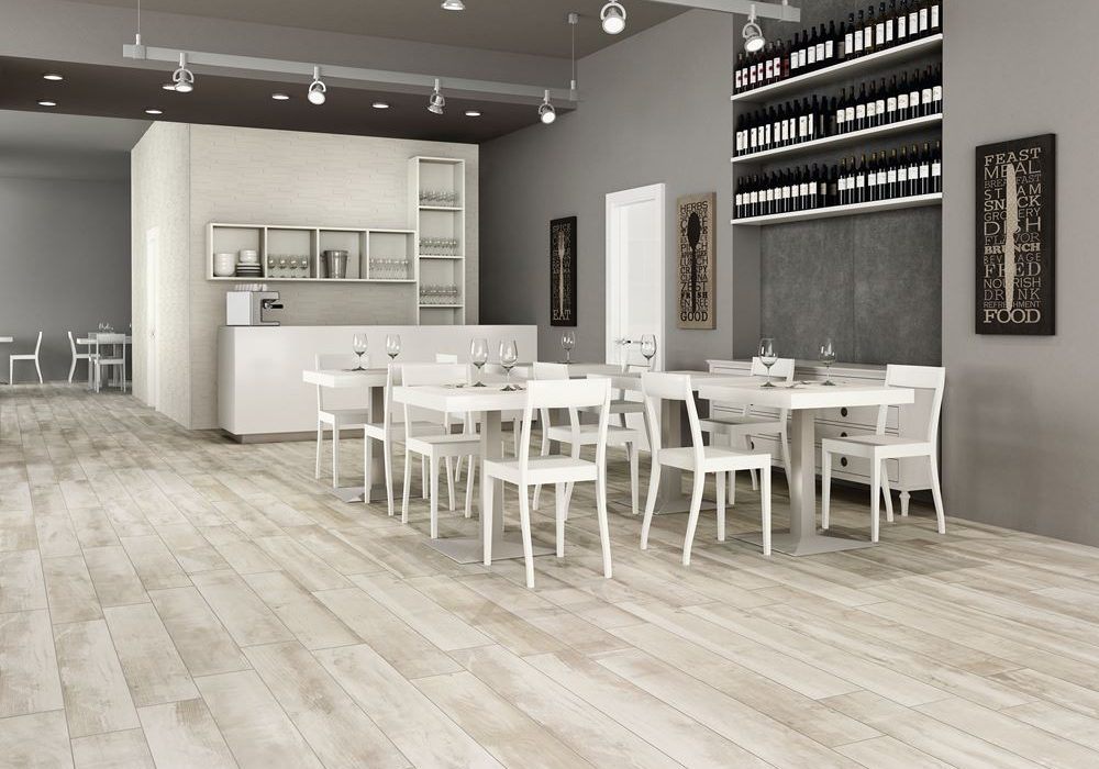carrelage effet bois sur le sol d'une cuisine