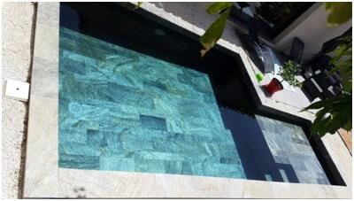 carrelage egget pierre dans une piscine à Boisseron