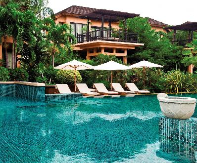 mosaique pate de verre dans une piscine à Sommières