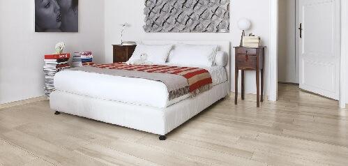 carrelage aspect bois sur le sol d'une chambre à grabels
