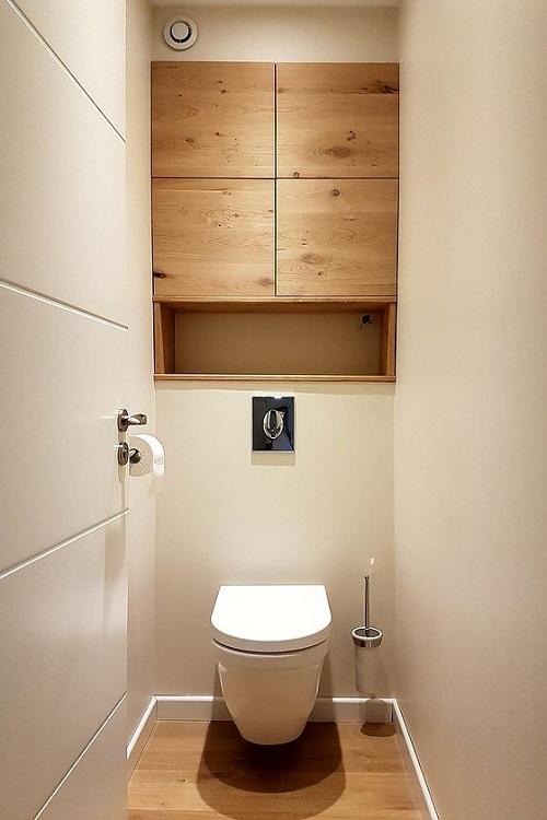 carrelage imitation bois sur le sol de toilettes à Sommières