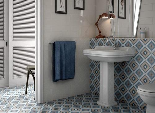 carrelage imitation carreaux ciment sur le sol et les murs de toilettes à pezenas