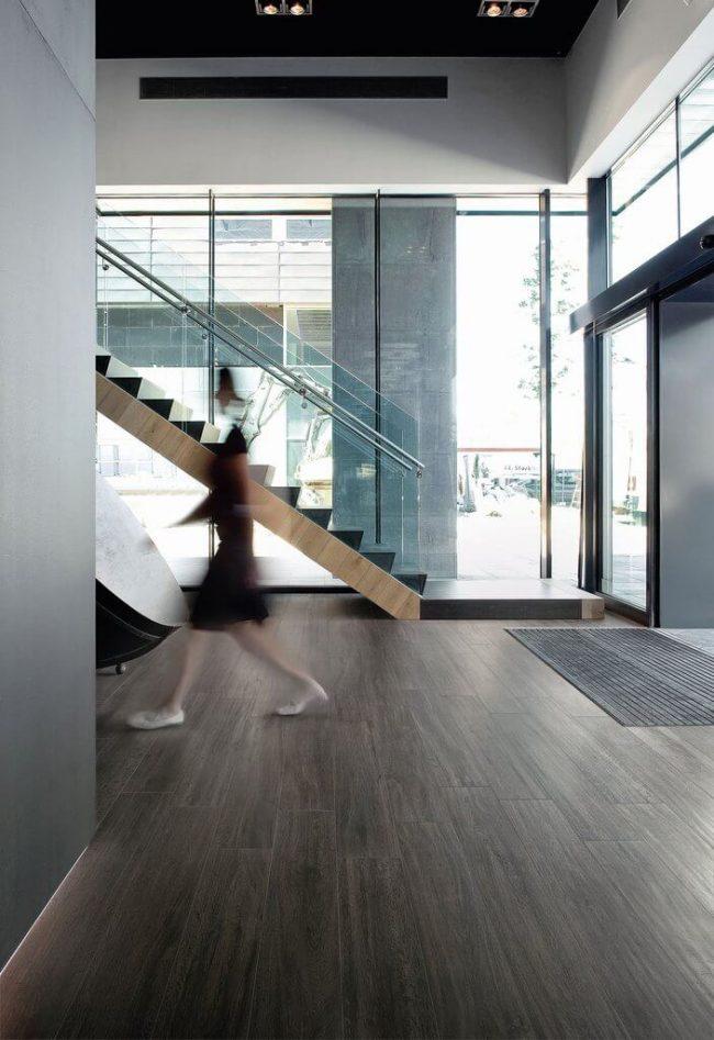 carrelage bois parquet industriel loft hall entree maison construction saint Georges d'orques