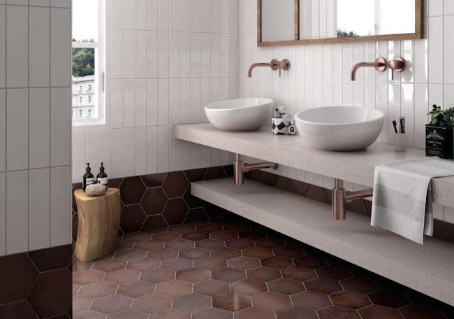 carrelage effet ancien bordeaux aménagement décoration sol salle de bain rénovation maison ville Prades le lez