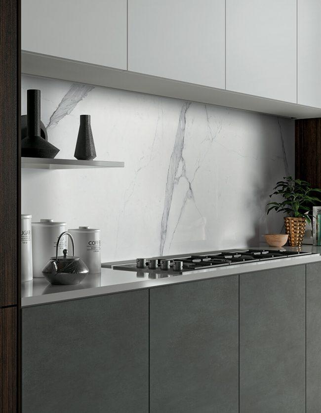 carrelage effet marbre blanc gris crédence cuisine renovation appartement castelnau le lez