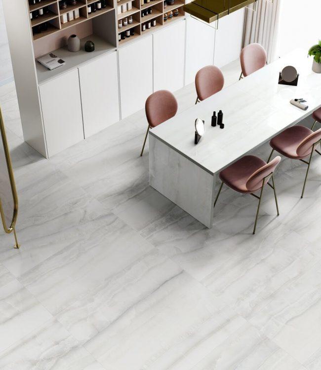 carrelage effet marbre brillant gris sol cuisine salle a manger tendance art deco style intemporel renovation appartement haussmannien Montpellier