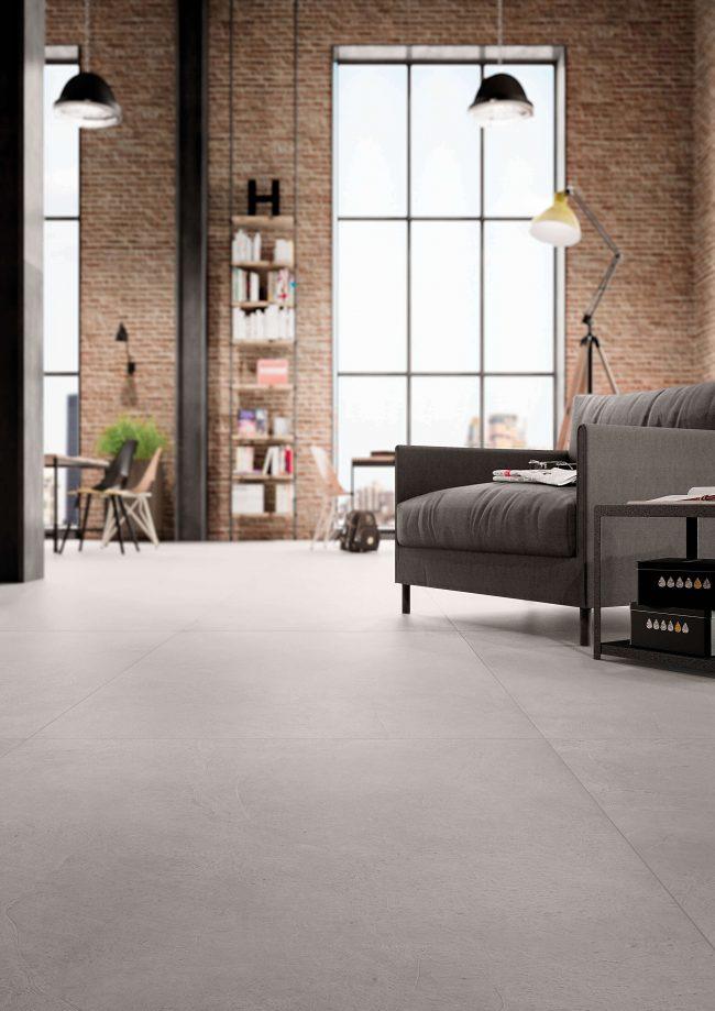 carrelage grand format effet béton cire résine ambiance loft sol rénovation appartement lattes