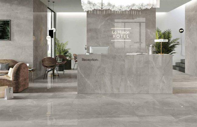 carrelage marbre gris brillant entree hotel decoration amenagement banque accueil renovation construction montpellier