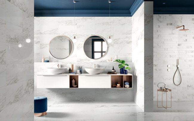 carrelage marbre salle de bain blanc gris bleu minimaliste tendance chic renovation appartement centre ville saint jean de vedas