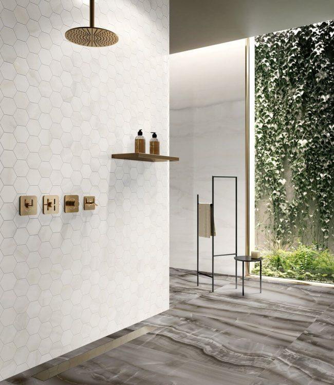 carrelage sol effet marbre salle de bain douche aménagement decoration tendance construction maison moderne saint jean de vedas