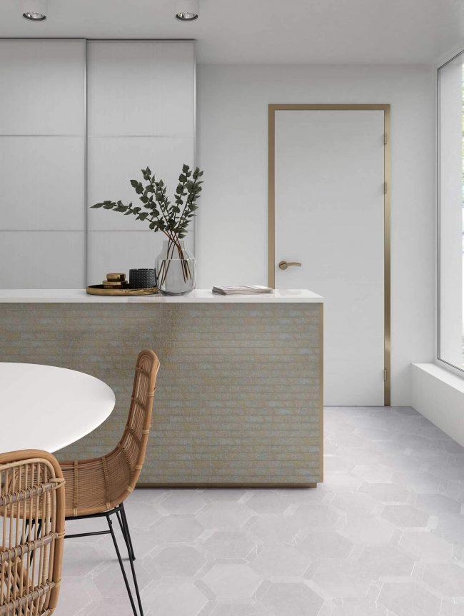 carrelage sol hexagonal effet pierre naturelle tendance cuisine moderne rénovation appartement Montpellier