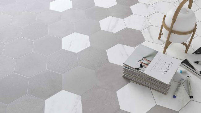 carrelage sol mix pierre marbre format hexagonal mélange mariage salon séjour salle a manger cuisine chambre salle de bain construction appartement Juvignac