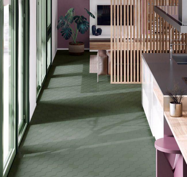 carrelage tomette vert format hexagone aménagement décoration sol mur salon séjour salle a manger cuisine salle de bain tendance nature appartement saint Gely du fesc