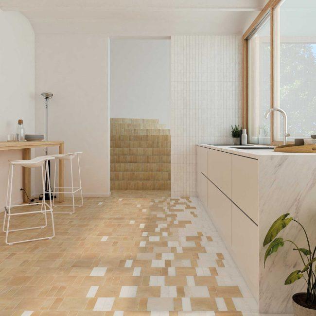 carrelage cuisine et crédence bejmat effet zellige sol et mur pour un style bohème en terre cuite dans une maison rénovée du centre de Pérols