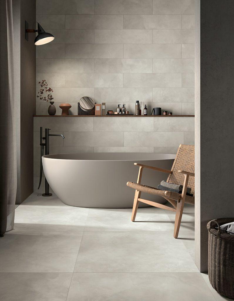 carrelage salle de bain sol mur effet résine béton cire gris ambiance naturelle minimaliste industrielle rénovation appartement Carnon plage