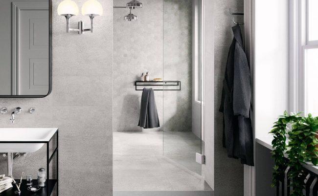 carrelage sol et mur effet pierre béton hexagonal pour une salle de bain tendance minérale et moderne dans un appartement de Lansargues