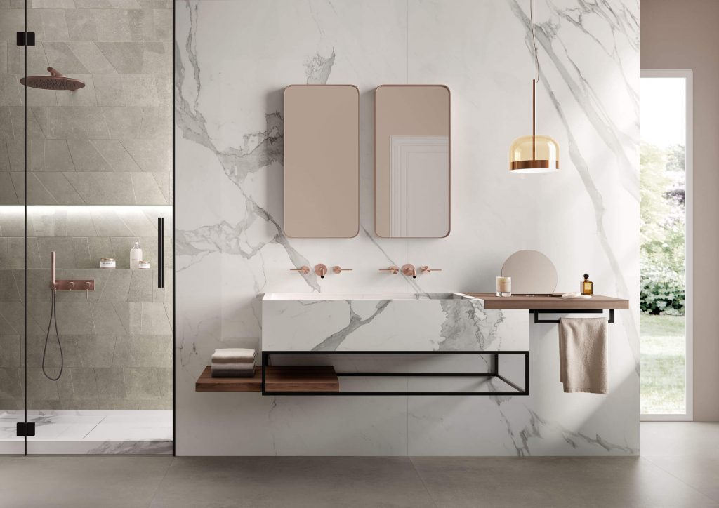 carrelage sol mur marbre calacatta mobilier vasque grès cérame salle de bain douche tendance marbre intemporelle art déco rénovation maison de ville Montpellier