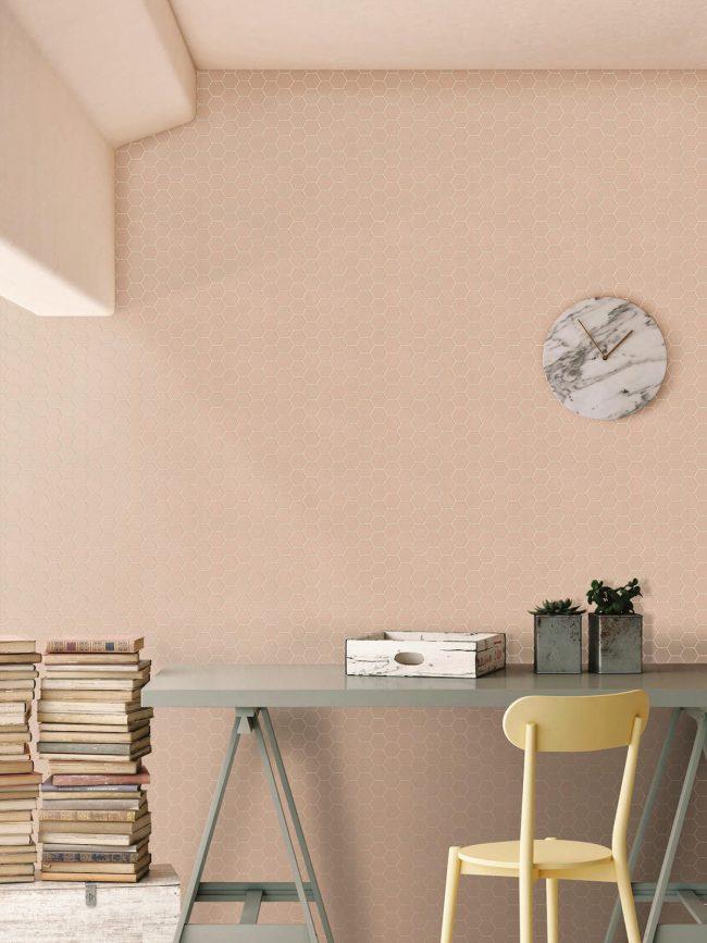 décoration chambre mur carrelage rose mosaïque hexagonal bureau rénovation aménagement appartement centre ville de Montpellier