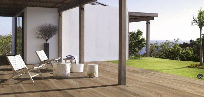 carrelage effet parquet bois de chêne naturel antidérapant terrasse extérieur ville rénovation construction Palavas les flots
