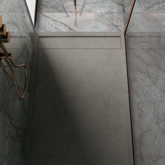 amenagement d un receveur de douche bac de douche moderne design en gres cerame dans un appartement de carnon