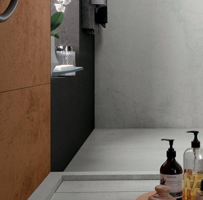 amenagement d un receveur de douche en gres cerame harmonieux avec le sol de la salle de bain pour une renovation d appartement a maurin
