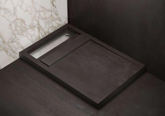 amenagemernt d une douche avec receveur en gres cerame decoration dans une salle de bain marbre et noir dans un appartement de lattes
