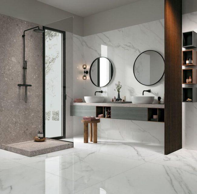 decoration amenagement d une salle d eau en marbre et pierre granitee avec bac de douche receveur en gres cerame pour une ambiance minimaliste dans un appartement de castelnau le lez