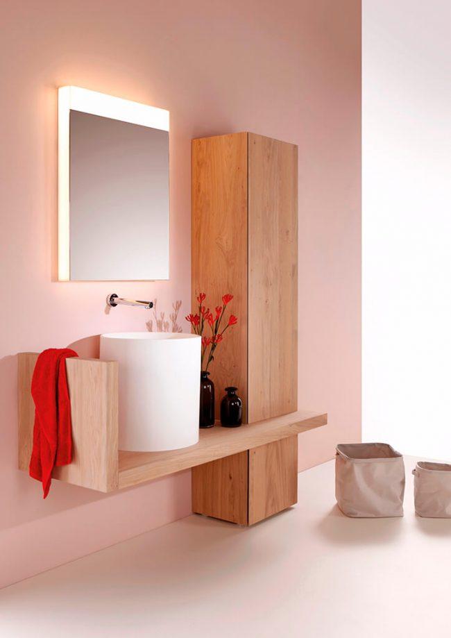 décoration d une salle de bain avec un plan bois et vasque résine colonne de rangement bois ambiance scandinave villa Lavérune