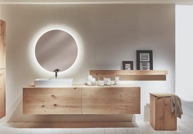 décoration scandinave avec un mobilier et modules de rangement en bois de chêne pour un aménagement de salle de bain dans une maison de Baillargues