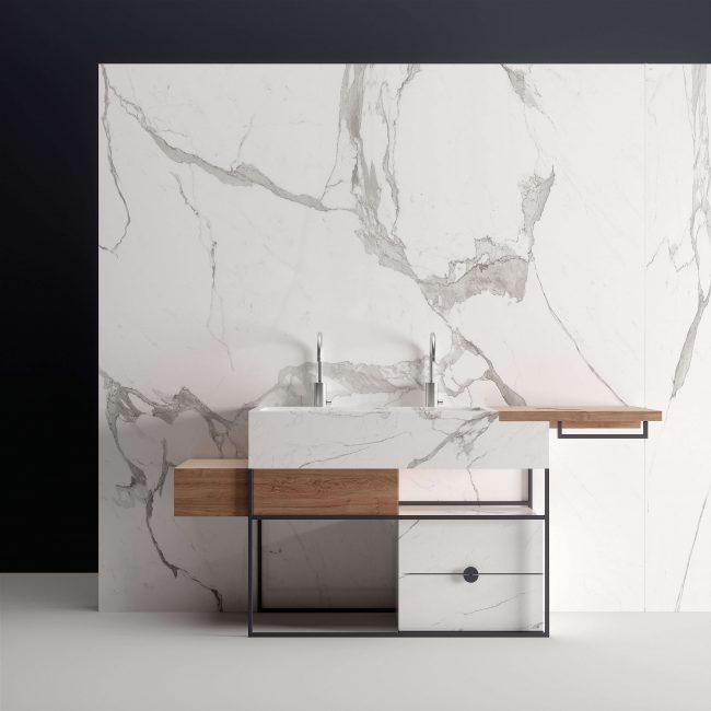 mobilier salle de bain grès cérame effet marbre et métal style intemporel original graphique dans une villa saint Gély du Fesc