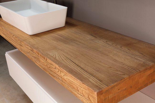 vasque a poser sur plan bois de chêne naturel pour une décoration scandinave dans une salle d'eau tendance a Vendargues