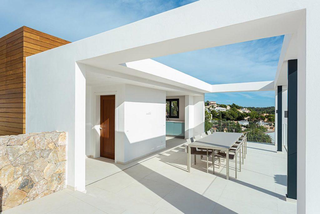 carrelage de la tour amenagement decoration terrasse exterieur style moderne carrelage effet ciment minimaliste villa architecte clapiers