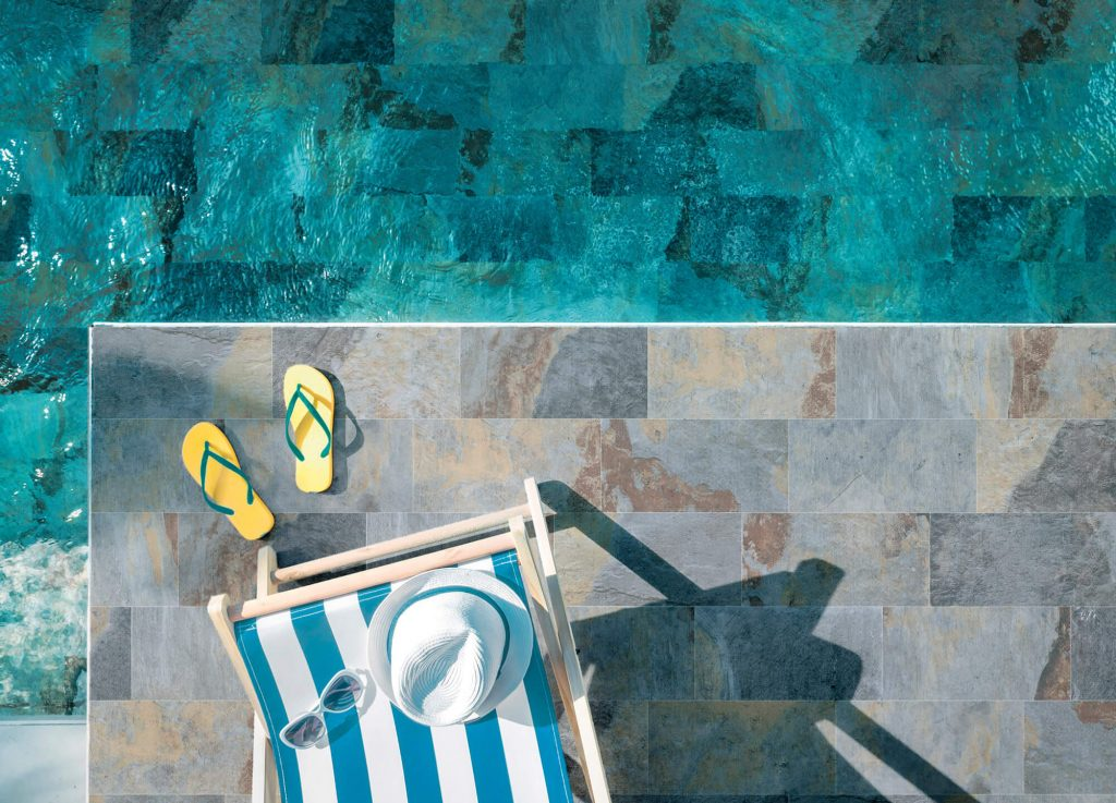 carrelage de la tour terrasse et piscine tendance carrelage gres cerame effet pierre de bali dans une maison de laverune