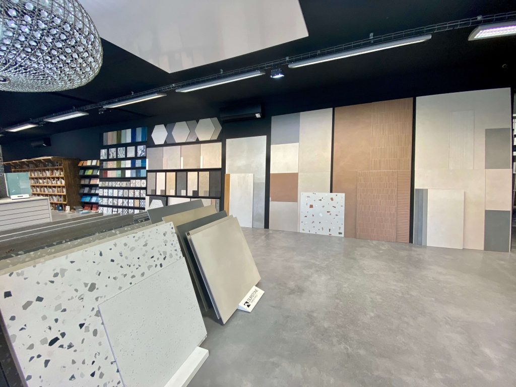 Carrelage de la tour showroom Montpellier Est Lavérune