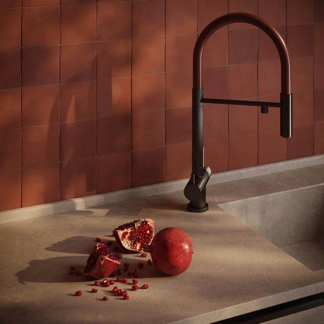 carrelage de la tour zellige rouge mat pour un mur de salle de bain tendance