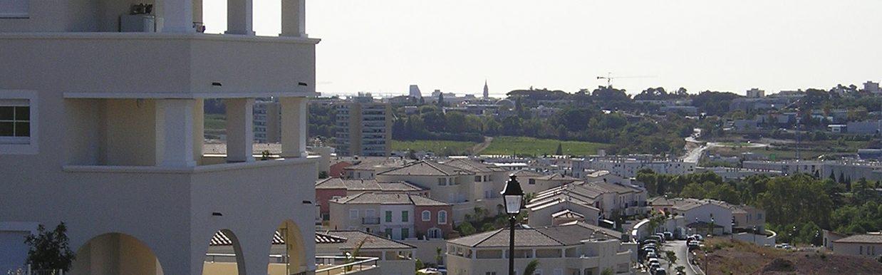 Vue de loin de la ville de Juvignac