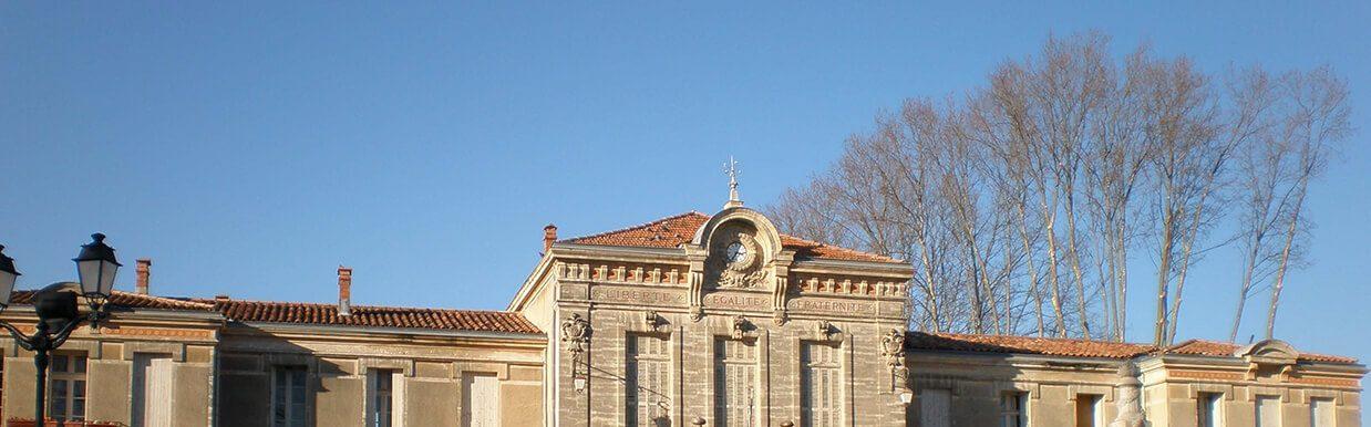 Vue de face de la mairie de Lavérune Montpellier France